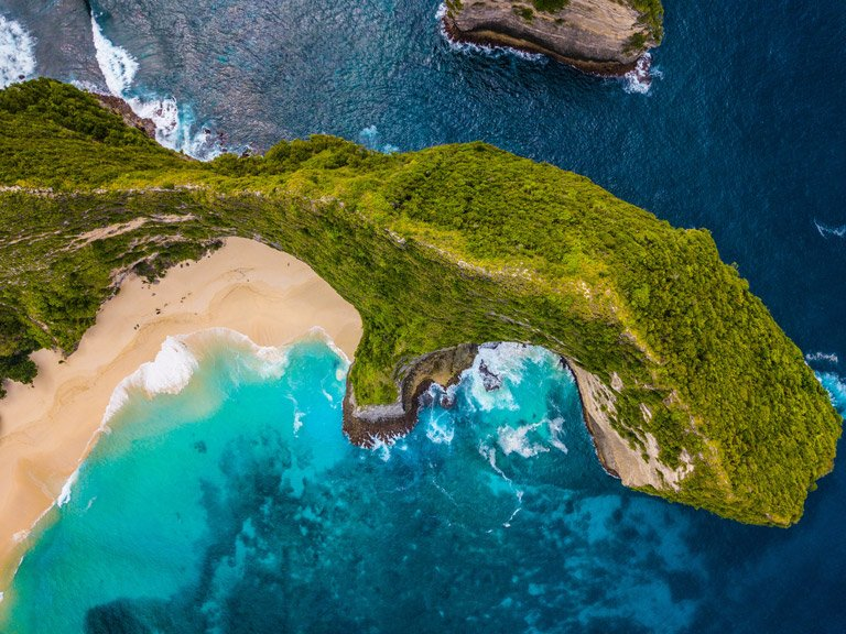 Vista de pájaro de Kelingking Beach en Nusa Penida