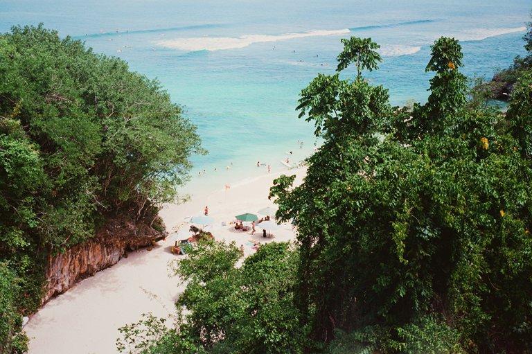 Padang Padang Beach vista desde arriba de la carretera, Bali
